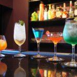 バーで頼むとかっこいいお酒!頼むべきカクテル!初めての一杯目の注文は?〜旅BARTV